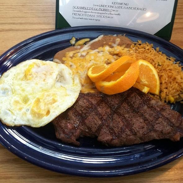 New York Steak & Eggs @ Papagayos