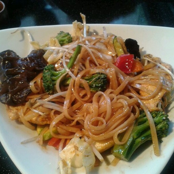 Chicken Noddle With Oyster Souce And Vegetables @ chinese&sushi express caddebostan