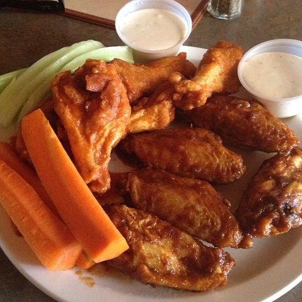 Buffalo Wings @ Kezar Pub & Restaurant