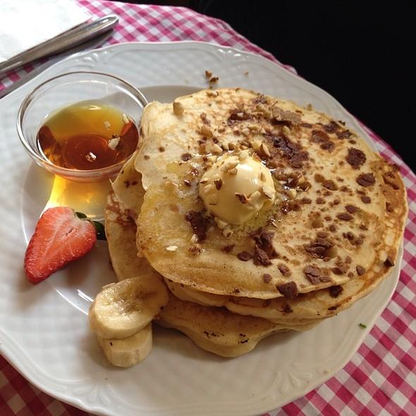 Chocolate-Cardamom Pancakes