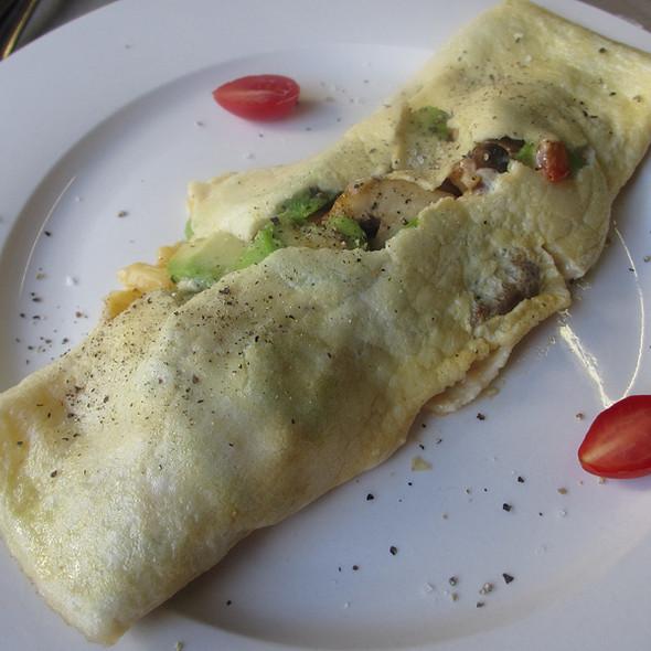 Vegetarian Vegetable Breakfast Omelette - Mushrooms, Onions, Tomato and Avocado @ Ginnegaap Guest House