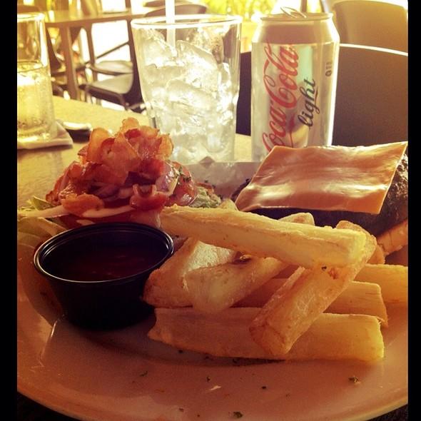 Hamburguesa Grill 50 Con Queso Y Bacon @ Grill 50
