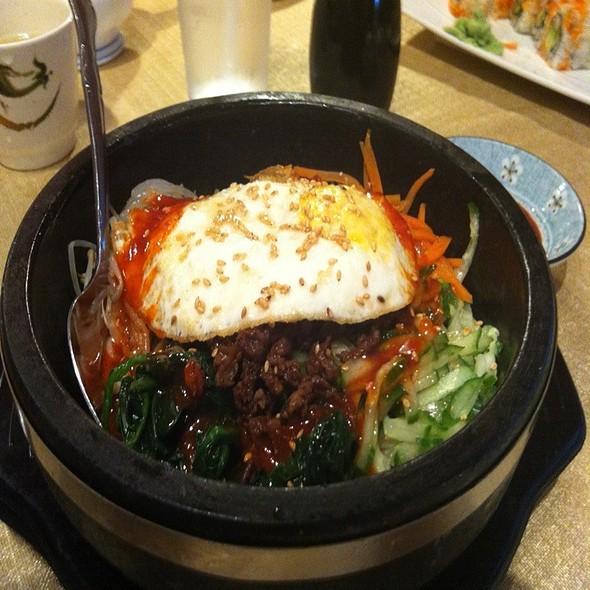Akasaka japanese restaurant menu tecumseh ontario for Akasaka japanese cuisine