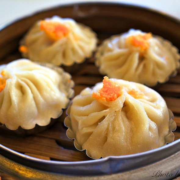 小籠包 - Juicy Pork Dumplings (Xiao Long Bao)