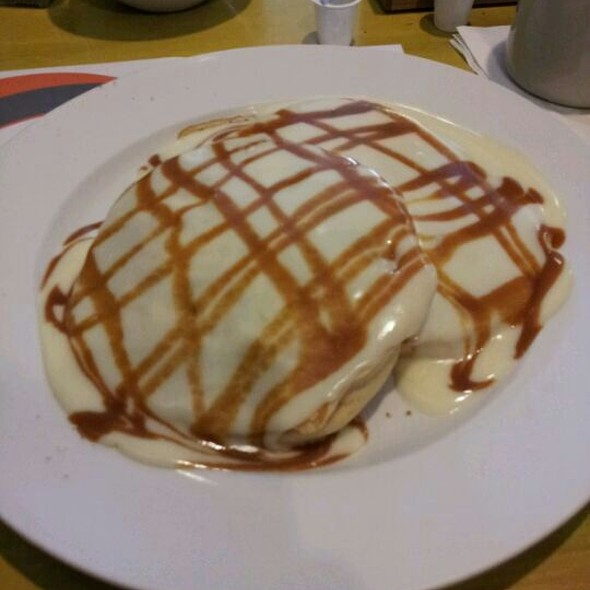 White Chocolate & Caramel Pretzel Pancakes @ The Bongo Room