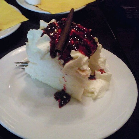 Pavlova @ Chocolate Boutique Cafe