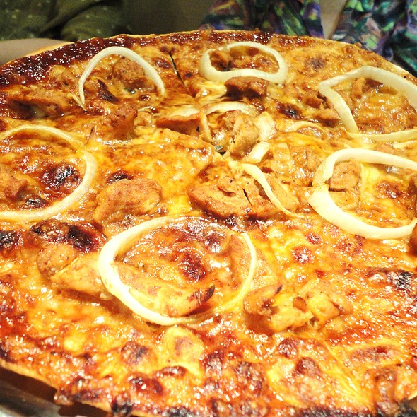 Chicken Barbecue Pizza @ Tokyo Cafe