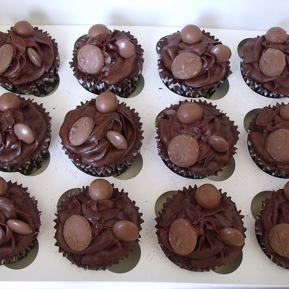 chocolate cupcake @ Divine Party Cakes
