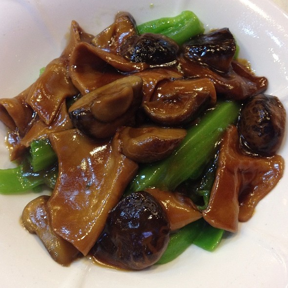 Abalone Oyster Sauce  @ Under Bridge Spicy Crab