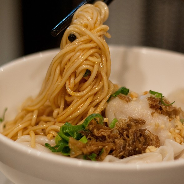 Shrimp & Pork Wonton Noodle Topped with Hot & Spicy Sauce @ Lynn Shanghai Cruisine