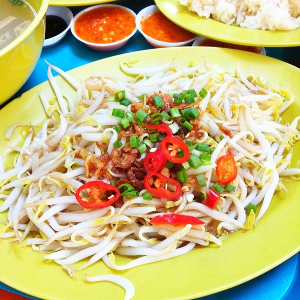 Beansprouts @ Tian Tian Hainanese Chicken Rice