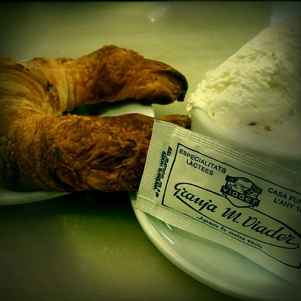 hot chocolate, cappuccino, and croissant @ Granja M. Viader