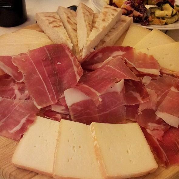 tagliere specialità umbre @ Etruscan Chocohotel