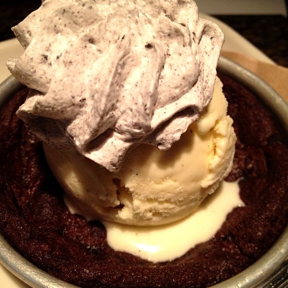 Cookies 'N Cream Pizookie @ BJ's Restaurant & Brewhouse