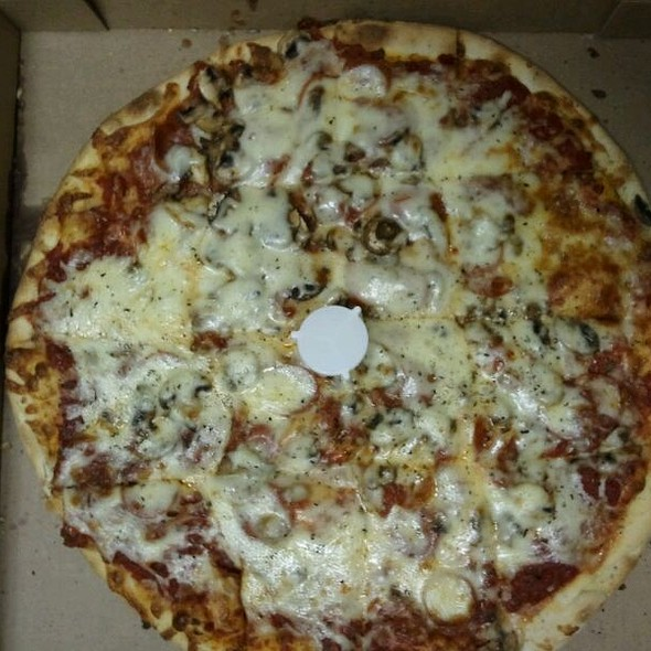 Pepperoni and Mushroom Pizza @ Jockamo Upper Crust Pizza