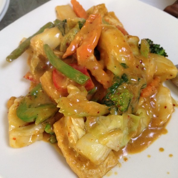 Mixed Vegetables With Coconut Milk In Curry Sauce
