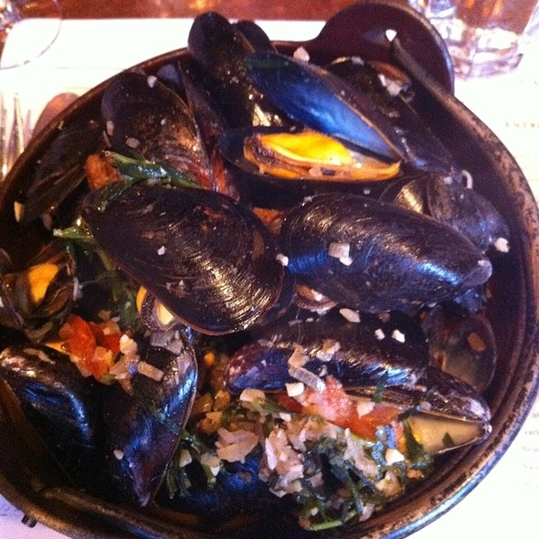 Steamed Mussels - Moules Catalane @ Gamine