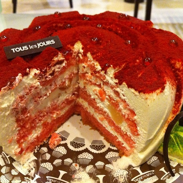 Strawberry Creme Cake