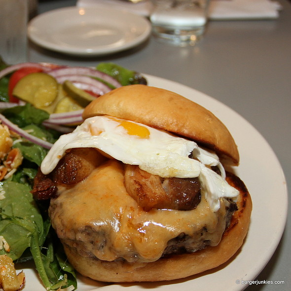 Junky Burger @ The Eatery