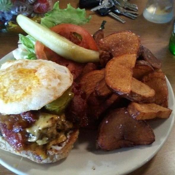 Ultimate Burger @ Dots Back Inn