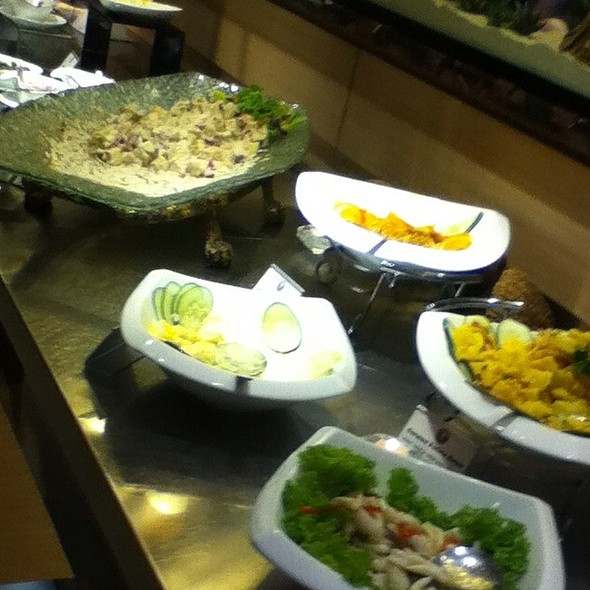 Salad Bar @ Vikings Luxury Buffet
