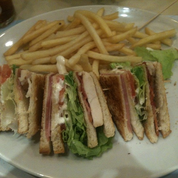 Sandwich Club vips @ Vips