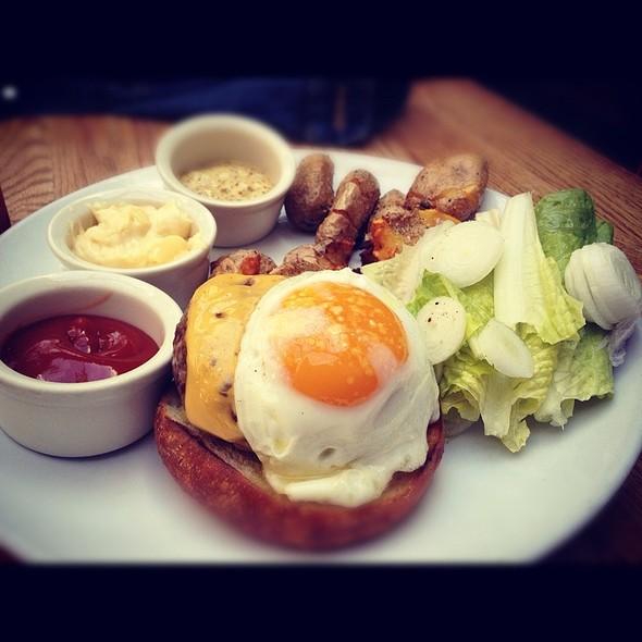 Burger @ Roberta's