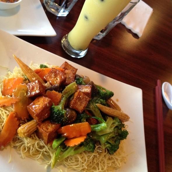 Vegetable & Tofu Pad Thai at Pho 27