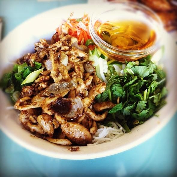 Rice Vermicelli And Lemongrass Chicken @ Rang Dong Restaurant