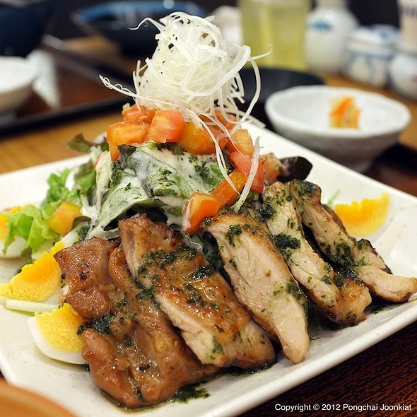 Charcoal Grilled Chicken Salad With Basil Sauce