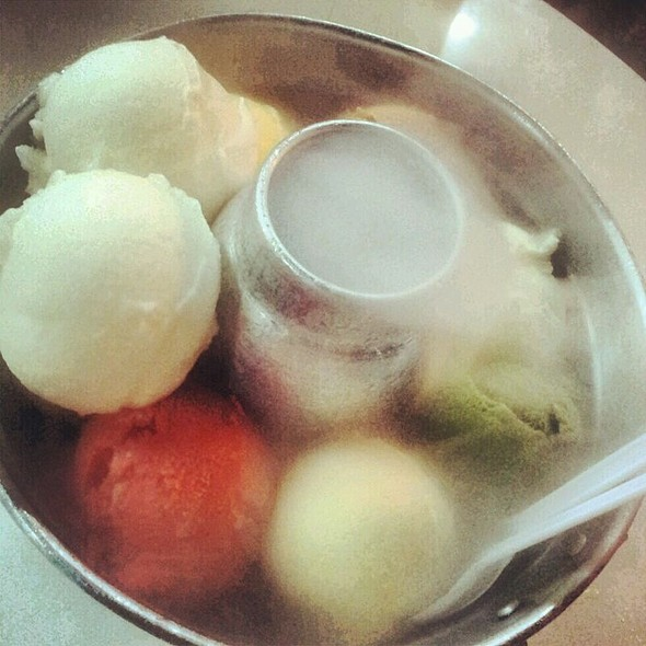 Assorted Ice Cream @ ไอศครีมหม้อไฟ Tongue Fun Ice Cream