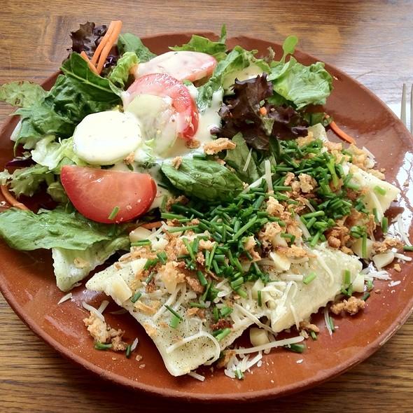 Maultaschen Mit Salat-Mix @ Marc Ann's