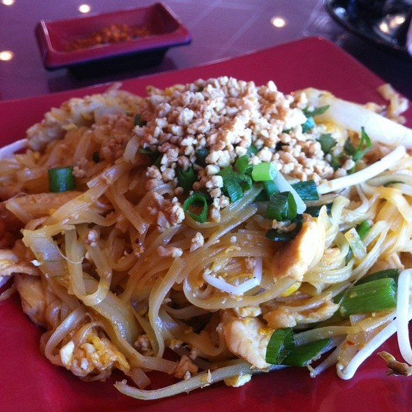 Pad Thai @ Thai Village