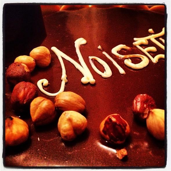 Araguani Chocolate Fondant and Médoc Noisetines, Honey Crispy Biscuit, Williams Pear Sherbet (La Noisettine du Médoc, le chocolat Araguani, la poire Williams, Craquant au miel) @ La Cigalle