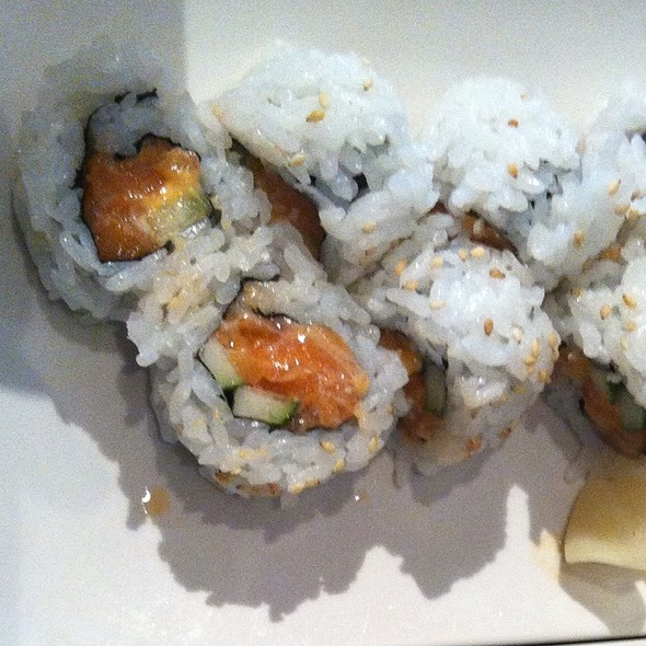 Spicy Salmon Roll @ Ramen Jinya