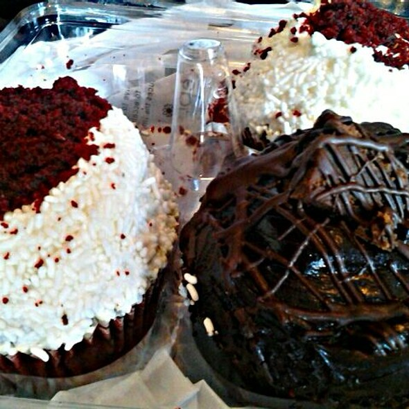 Chocolate Mudslide Cupcake @ Crumbs
