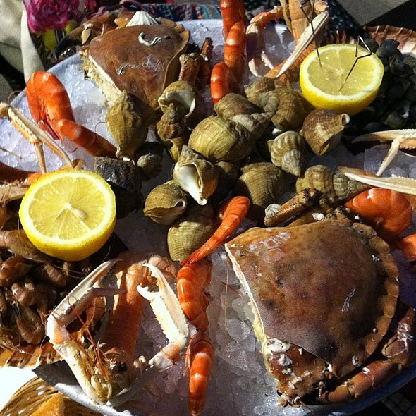 fresh seafood platter to have with well-chilled champagne! @ Café de la Paix