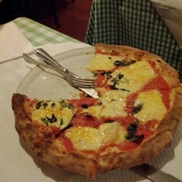 Pizza Margherita @ Cantina Esperanza