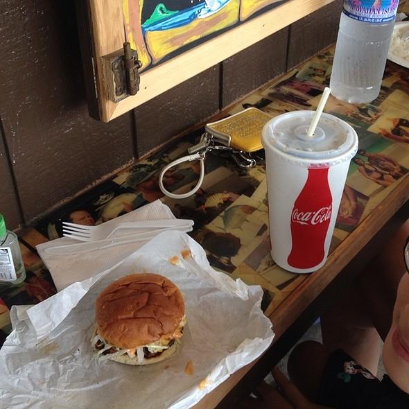 Kuahiwi Beef Burger @ He'eia Pier General Store & Deli