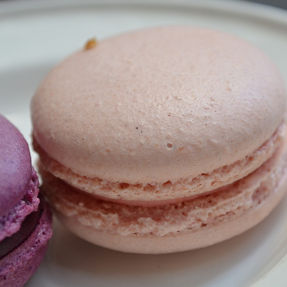 Strawberry Milk Macaron @ Cafe Cre Asion