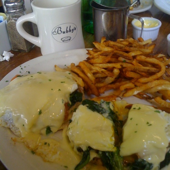 Smoked Salmon Eggs Benedict @ Bubby's Restaurant Bar-Bakery