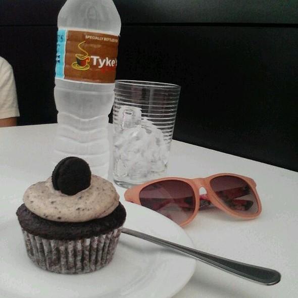Cookies n' Cream Cupcake @  Cupcaken