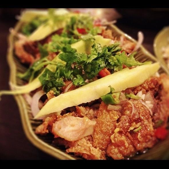 mango fried chicken  #chicken #thai #thaifood #spicy #singaporefood  ie stagram porn #instafood #instadaily