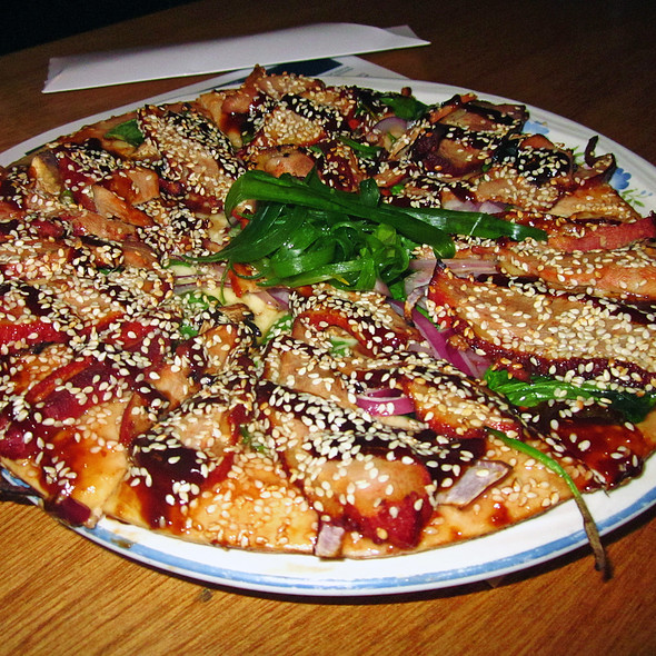 Roast Peking Duck Pizza @ Australian Heritage Hotel Bed & Breakfast