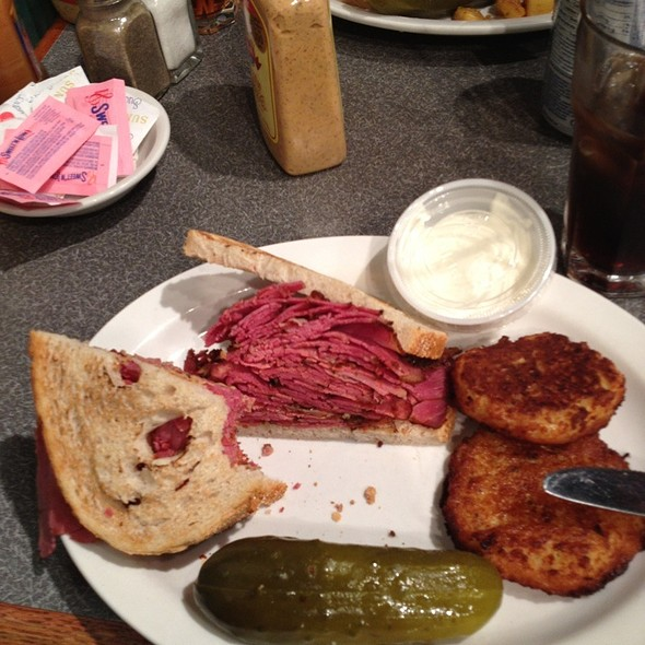 Pastrami Sandwich @ The New Yorker Deli