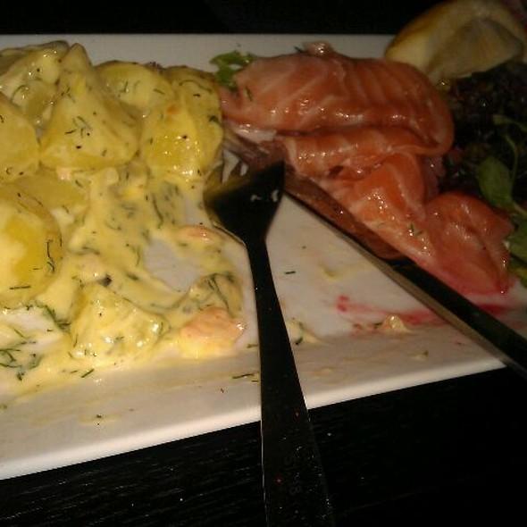 Gravad Lax Med Dillstuvad Potatis @ Restaurang Amaranten Bar & Matsal