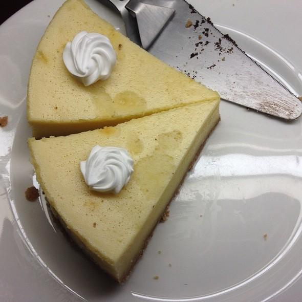 Baked Newyork Cheese Cake @ Desmonds