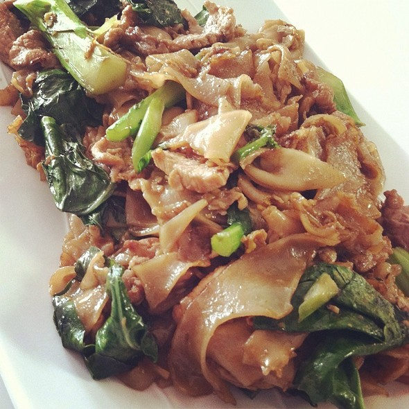 Pad See Ew With Pork @ The Lobby