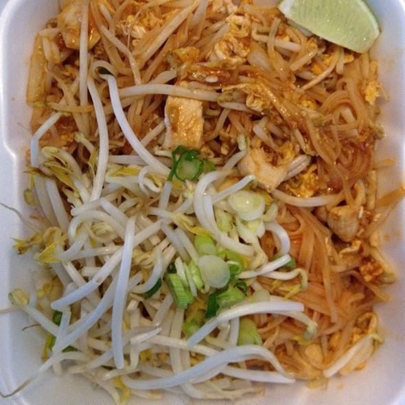Pad Thai @ Mak Mak