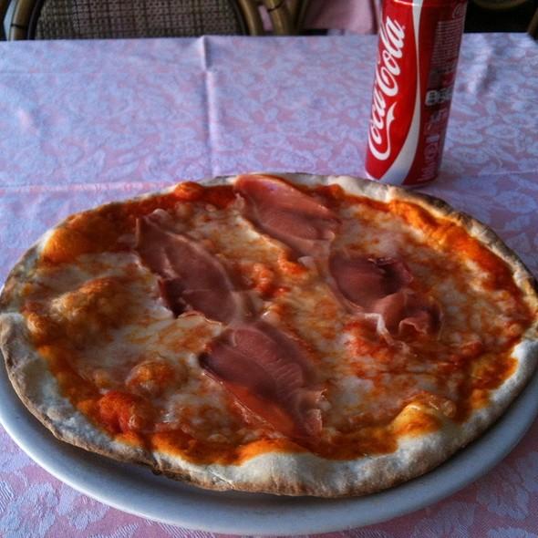 Pizza De Presunto Di Parma @ Piazza Navona